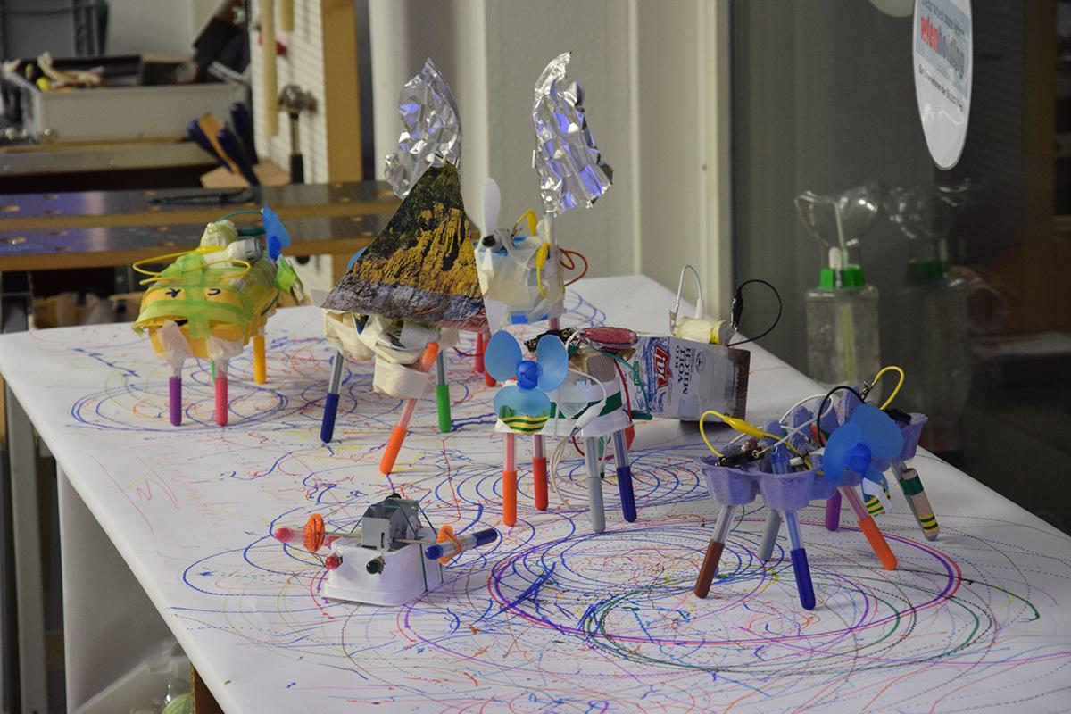 Feiern trifft Tinkering: Kritzelmaschinenparty im WR