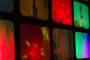 Tinkering_Light_Play2©Exploratorium