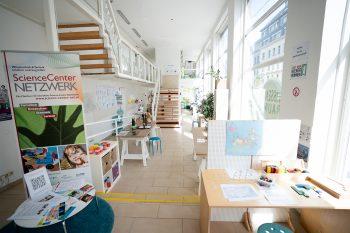 StRin Kathrin Gaal besucht den Wissensraum
